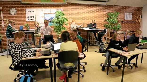Der er nu nye møbler i alle klasselokaler og fællesarealer. Privatfoto Allan Mortensen