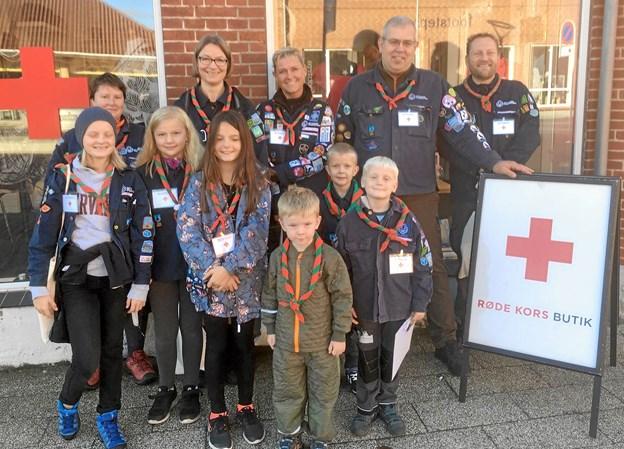 Spejderne i Støvring fik i løbet af en uge samlet over 2200 kr. ind til Røde Kors ved at udføre små 'lønnede' opgaver derhjemme. Privatfoto