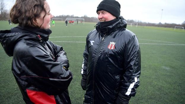 Træner Jan Jørgensen sammen med assisterende træner Louise Dolmer. Jan har trænet U14-pigerne siden efteråret 2018. Claus Søndberg