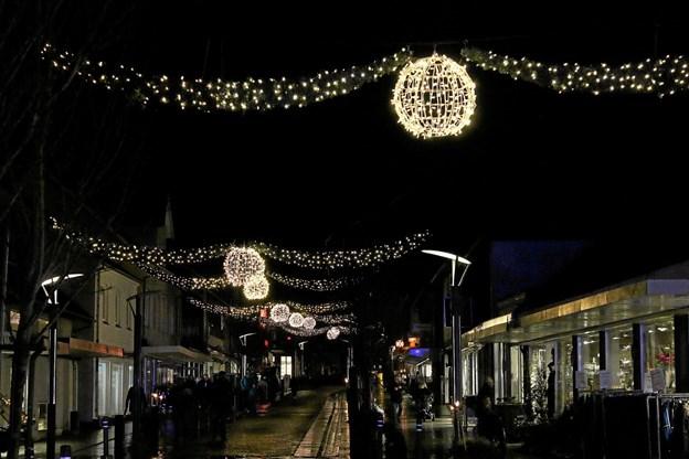 Snart tændes julebelysningen igen i Brovst. Foto: Flemming Dahl Jensen