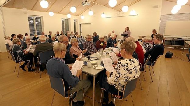 Omkring 40 sangglade deltagere havde indfundet sig i Ladegården. Foto: Allan Mortensen