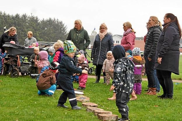 De kommunale dagplejere i Dronninglund havde i en hel uge fokus på leg og bevægelse. Det gav røde kinder og masser af grin. Privatfoto
