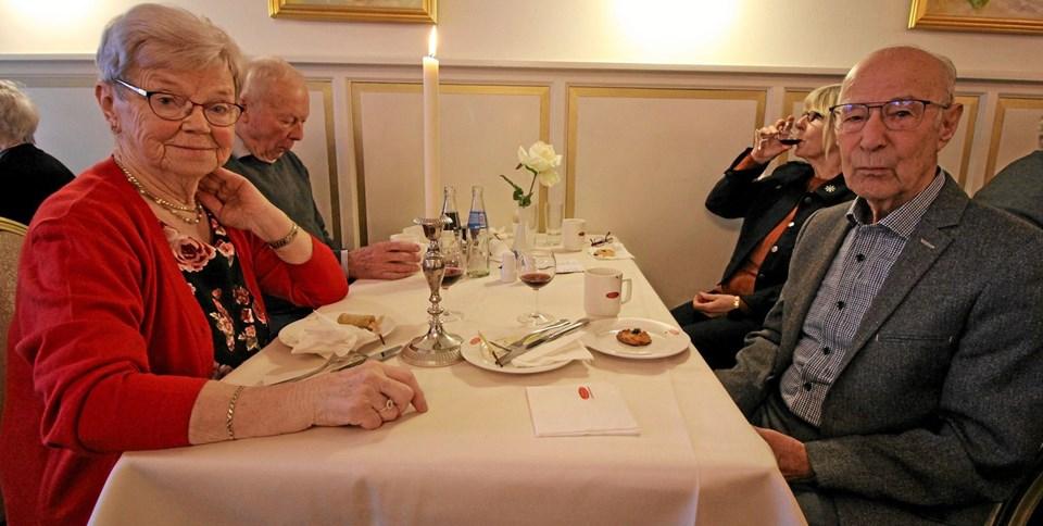Blandt de mange fremmødte var Gerda og Erik Nielsen. De skulle ikke selv holde fest i år, men det skal deres datter og svigersøn.Foto: Jørgen Ingvardsen Jørgen Ingvardsen