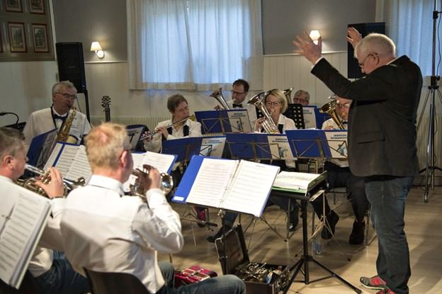 Mogens Jensen, der er dirigent i Jerslev Byorkester, har fået en idé. Arkivfoto: Kurt Bering