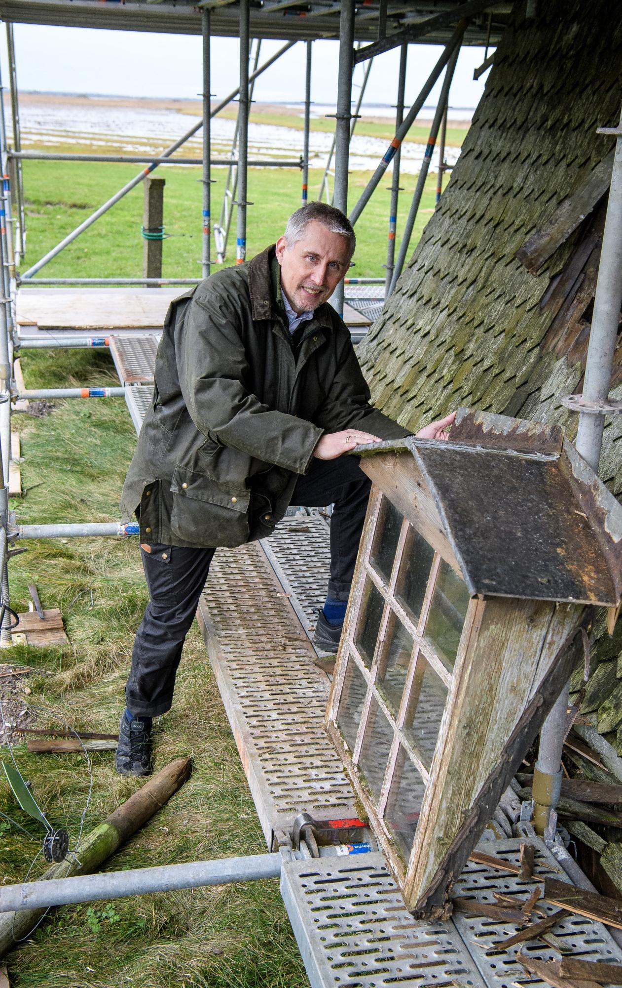 Se billederne: Millioner til renovering af nedslidt vindmølle