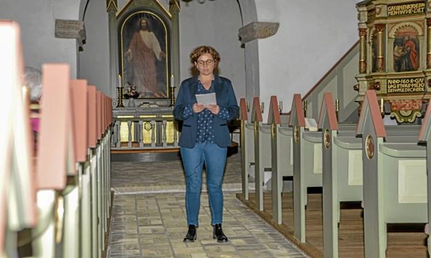 Sognepræst Pernille Vigsø Bagge stod for aftenens stafet i Løgsted Kirke. Foto: Mogens Lynge Mogens Lynge