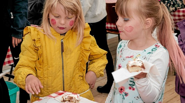 Emily Espersen fejrede sin 6 års fødselsdag sammen med familie og venner ved parkens 20 år jubilæum, hvor der var gratis kage til alle. Foto: Peter Jørgensen Peter Jørgensen