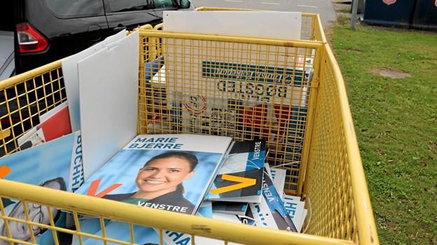 Frederikshavn Affald gør det let at bortskaffe de gamle valgplakater der går til genanvendelse. Foto: Tommy Thomsen