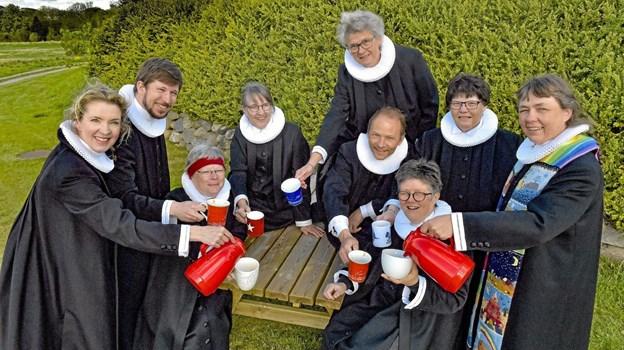 Præsterne er klar med den store pinsegudstjeneste og kirkekaffe i det fri på Malle Strand 10. juni.