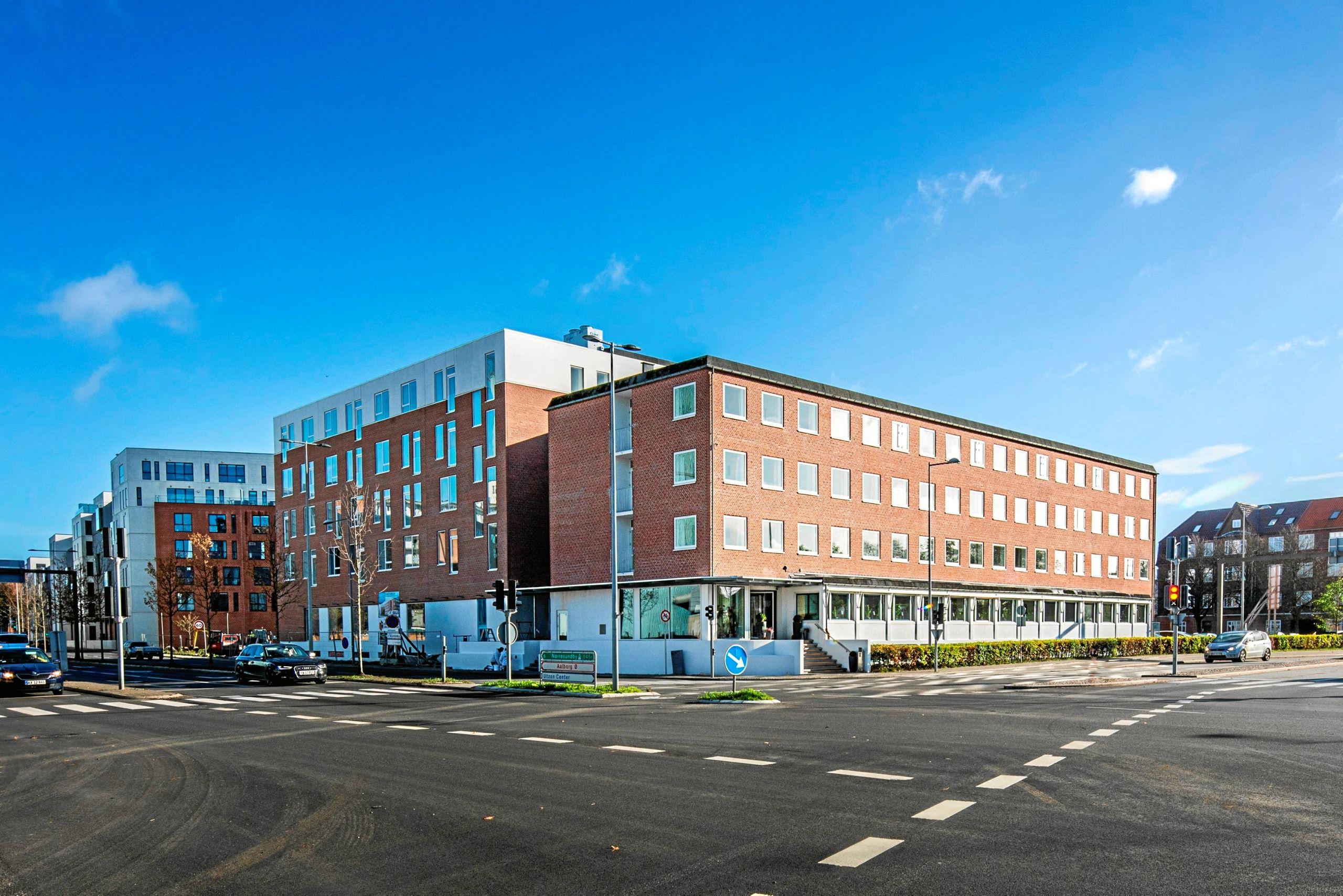 Kompas Hotel Aalborg har en helt unik og central placering i dag, når man ser på, hvordan udviklingen igennem en række år har været i det nærliggende område med bl.a. Musikkens Hus og Nordkraft som nærmeste naboer foruden hele udbygningen af havnefronten i Aalborg. Privatfoto
