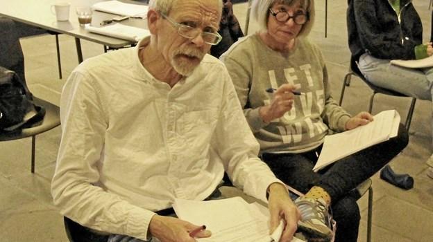 Ole Bjørn Petersen og Gitte Snebang har sammen med eleverne skrevet forestillingen. Det er også de to lærere, der instruerer.Foto: Jørgen Ingvardsen Jørgen Ingvardsen