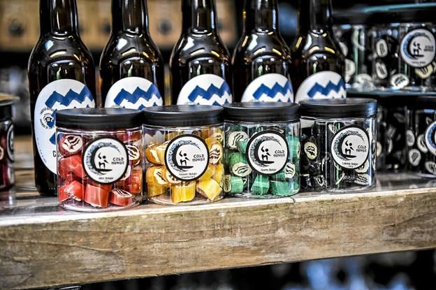 De fire variationer af Cold Hawaii bolsjet foran øllerne med Cold-Hawaii-bølgen. Foto: Ole Iversen
