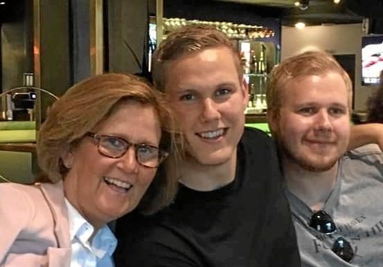 Pia sammen med sine 2 sønner, Frederik og Rasmus. Foto: Privat.