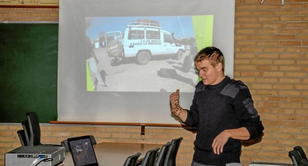 Christian Ole Haslev fortæller og viser billeder fra Tanzania. Foto: Mogens Lynge Mogens Lynge