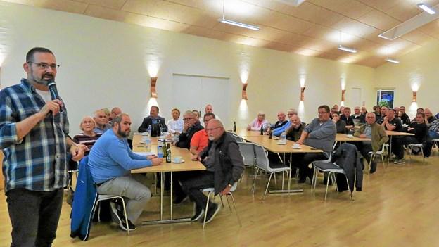 Til venstre Frank Nielsen som bød velkommen til informationsmødet. Foto: Kirsten Olsen