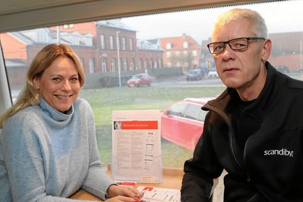 Sygeplejerske Karin Anna Enggaard, Pension Danmark, taler sundhed med tømrer Poul Jensen, Løgstør. Foto: Martin Glerup