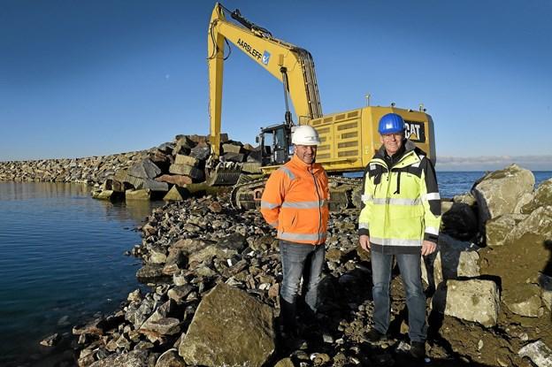 Arbejdet med østmolen er et par måneder foran planen på grund af godt vejr. Foto: Ole Iversen Ole Iversen