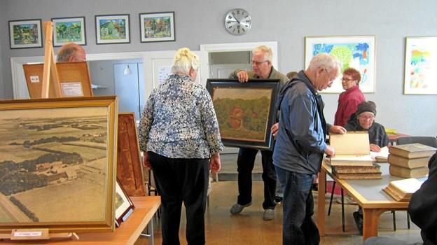 Den årlige udstilling af et udvalg de gamle gårdbilleder finder sted 15. og 16. september 2018 i Musikhuset i Skolegade, Sæby.