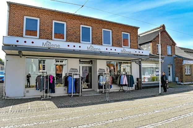 Pr. 1. juni står en meget velbeliggende butiksbygning midt på gågaden i Hurup ledig, når By Malene lukker.Foto: Ole Iversen Ole Iversen