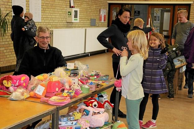 Aulaen på Saltum skole var omdannet til et torvemarked. Foto: Flemming Dahl Jensen