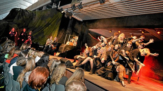 Det var imponerende teater, Dronninglund Gymnasium kunne byde de 1200 gæster på i sidste uge. Privatfoto