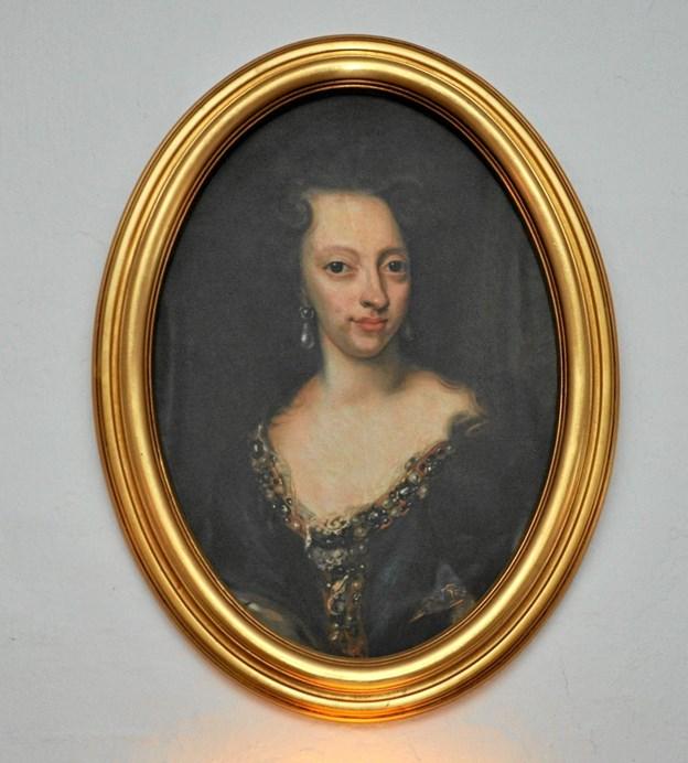 Dette portræt af Sophie Hedevig hænger på endevæggen i restauranten på Dronninglund Slot, som bærer hendes navn. Sophie Hedevig ejede slottet 1716-1730.Foto: Ole Torp