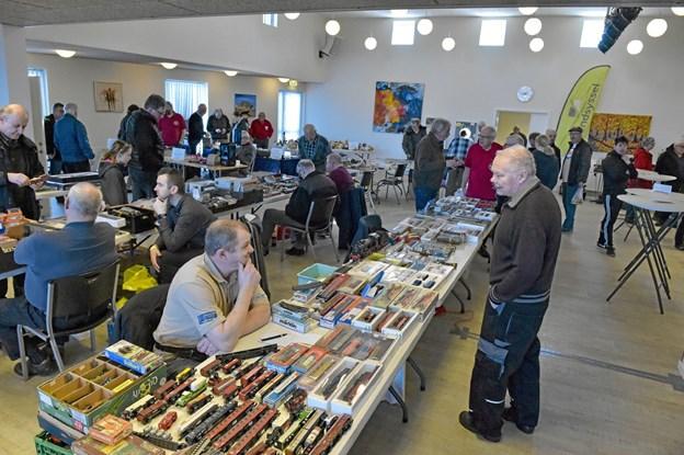 Den store fællessal havde samlet sælgerne af tog og biler. Foto: Ole Iversen Ole Iversen