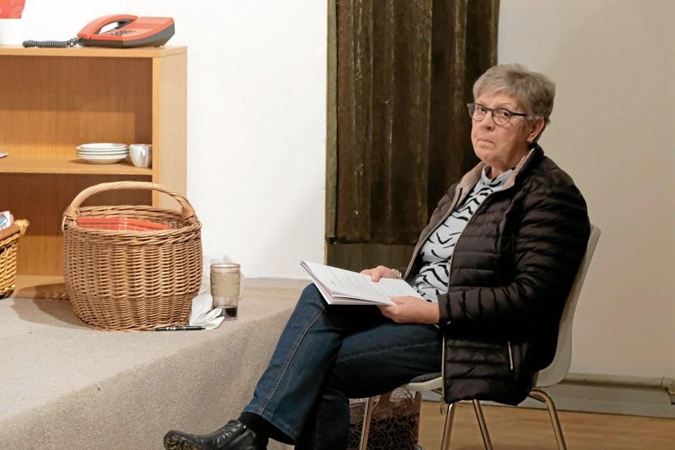 Britta Bækholm er sufflør til årets dilettantforestilling i Mygdal Forsamlingshus. Foto: Niels Helver Niels Helver