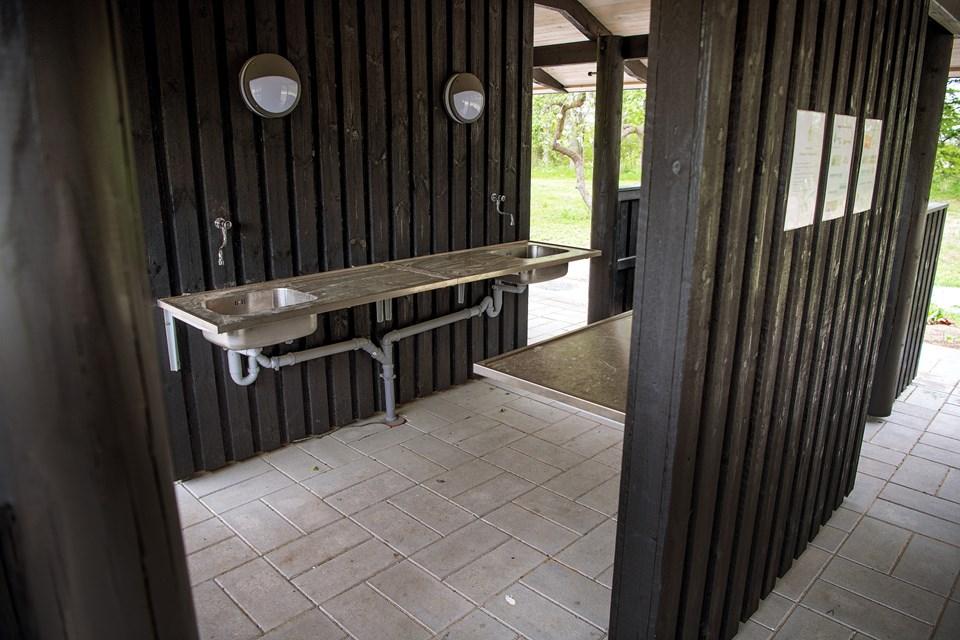 Foto Lars Pauli / Nordjyske Medier   Der er kommet vaske op i huset tæt på skolehaverne. © Lars Pauli