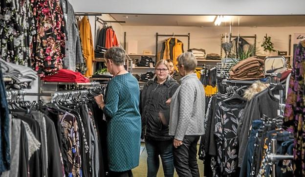 Mange benyttede sig af butikkens gode tilbud på jubilæumsdagen. Foto: Mogens Lynge Mogens Lynge
