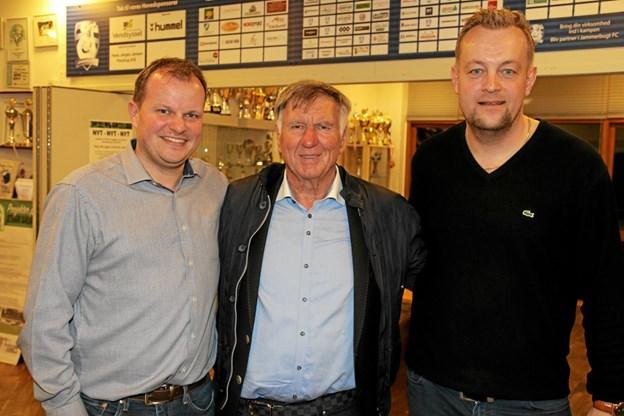 Det var topunderholdning og kloge ord, da Sepp Piontek besøgte Event Jammerbugt. Her er han omgivet af Lars Lundtoft og Bo Zinck. Foto: Flemming Dahl Jensen Flemming Dahl Jensen