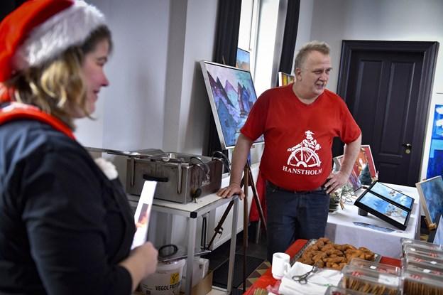 Hanstholms bager Jan Sørensen bagte/fritterede klejnerne på stedet. Foto: Ole Iversen