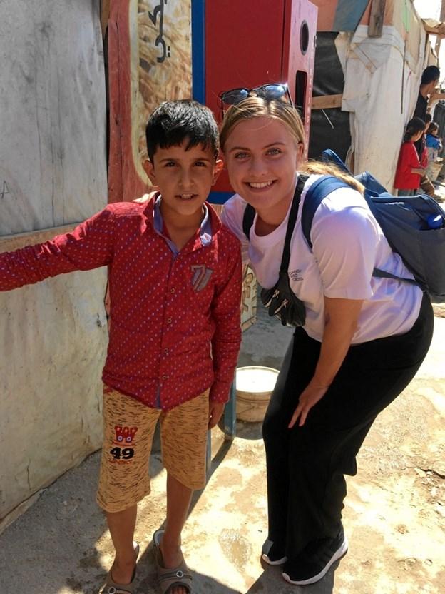 Flygtningene var meget gæstfrie, viste gerne rundt og Malene Andersen fik endda lov til at sidde på lejrens hest.Privatfoto