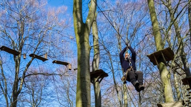 ... Og så af sted - i parken er der udfordringer for alle aldre. Foto: Lasse Sand