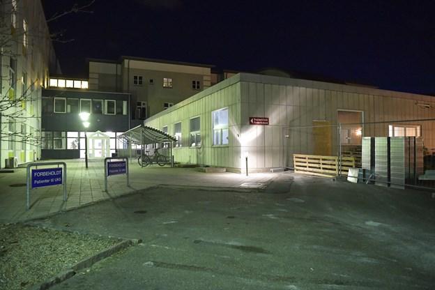 Den nye klinik får sæde på Frederikshavns sygehus og indrettes i den gamle modtagelse med indgang fra Vestergade. I øjeblikket anvendes indgangen på siden af den gamle modtagelse til klinikken, som har til huse i den gamle børneafdeling. Foto: Bente Poder.