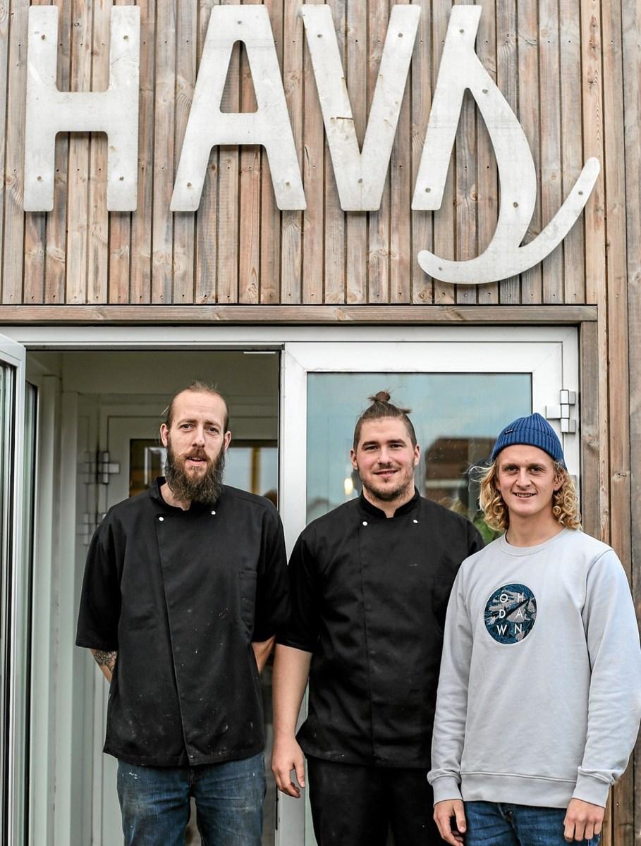 Køkkenteamet på HAVS Rico Bager Sambleben og Dennis Boe Carlsen samt daglig leder Jonas Brix. Privatfoto