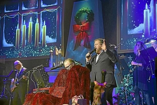 Stig Rossen med gæstesolist og orkester besøger igen Thisted til julekoncert. Det er den 30. november i Teutonersalen. Foto fra koncerten i 2017: Ole Iversen