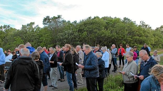 Ca. 75 personer huggede sig til Sct. Hans festen på Søndbjerg Strand. Foto: Hans B. Henriksen