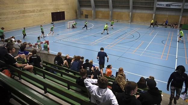 Idrætscentrets ene hal blev brugt som hockeybane. Foto: Mette Nielsen