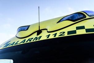 Mandlig bilist fik ildebefindende: Kørte ind i hotelbygning