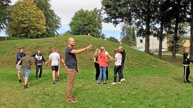 Børn og unge i Læringslokomotivet lærer blandt andet gennem bevægelser. Foto: Rebild Ungdomsskole