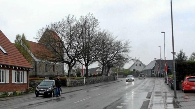 Selv om vejret ikke var det bedste, tog de nye flag sig nu alligevel flot ud i Valsgaard. Privatfoto