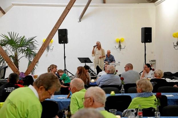 Tina Siel og Knud Erik Thrane sørger for bragende god underholdning