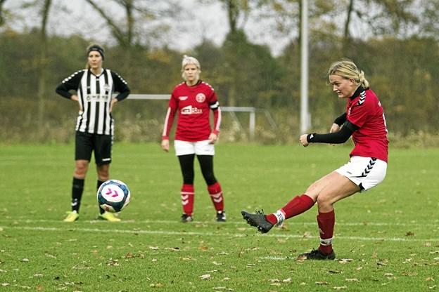 Emma Ledet scorede til 2-0 på straffe. Foto: Allan Mortensen Allan Mortensen