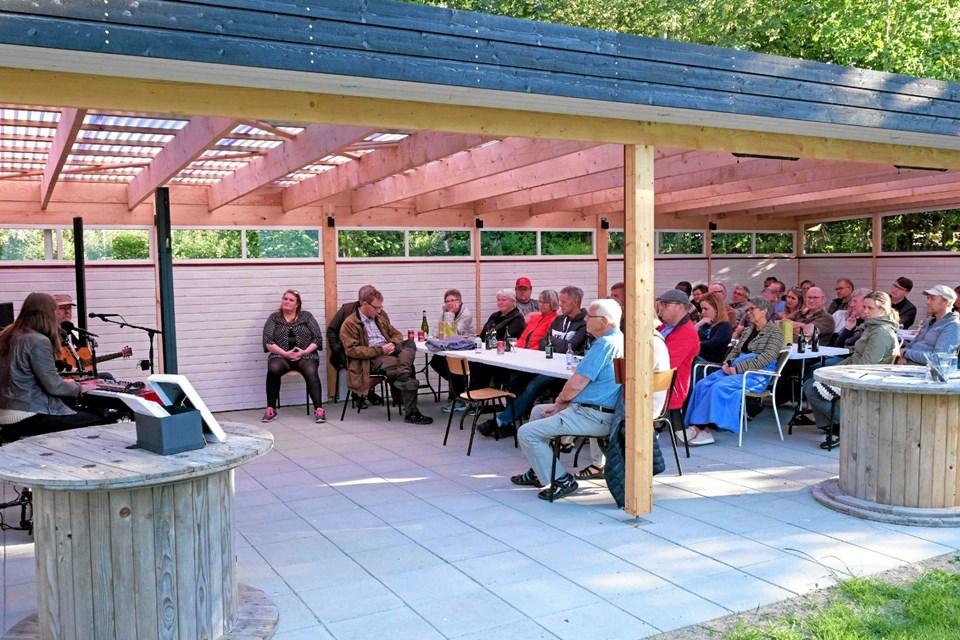 Den nye overdækkede sterrasse med infrarød varme og nye terrassemøbler egner sig perfekt til små intime koncerter. Foto: Niels Helver Niels Helver
