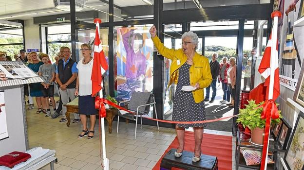 Hanstholms tidligere borgmester åbnede den nye butik. Hun åbnede også den gamle for 28 år siden.