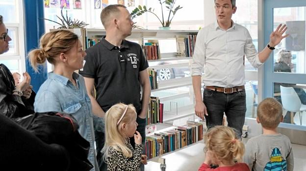 Skoleleder Mads Vejen byder velkommen og orienterer om aftenens forløb. Foto: Niels Helver Niels Helver