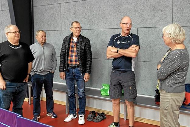 Kontaktperson Claus Uttrup byder nye bordtennisspillere velkommen til en spændende sport, hvor deltagerne hurtigt får pulsen op og sved på panden. Foto: Niels Helver