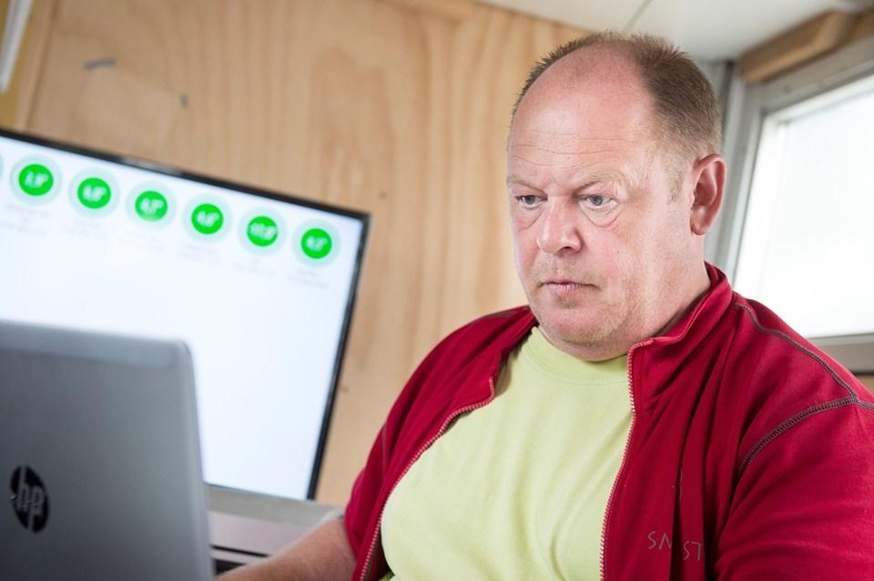 Jens Klemmensen sidder i en førerbunker ude bagved, hvor han holder øje med at det hele går som planlagt. Der skal være styr på både kølerum og leverancer, så spillerne får serveret mad til tiden.Foto: Daniel Bygballe