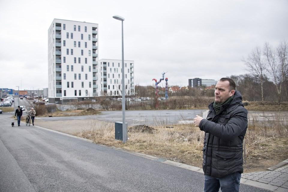 Ejendomsudvikler Lars Kjærgaard glæder sig til, at byggeriet på Svanelundsbakken - Svanepark - går i gang 1. marts. I første omgang skal der graves ud til p-kælder. Arkivfoto: Kurt Berings